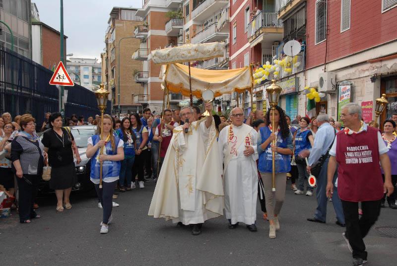 processione-eucaristica-1