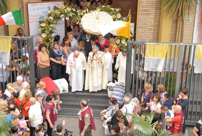 processione-eucaristica-2